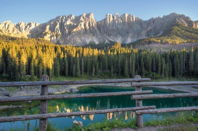 италия,доломиты вечер на озере Кареццаphoto preview