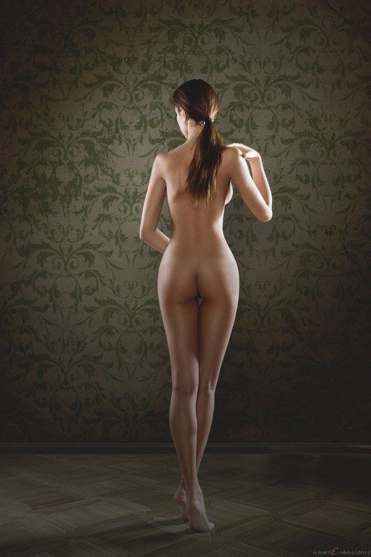 girl, lady, legs, nude, back, naked, on the floor, tiptoe on tiptoephoto preview