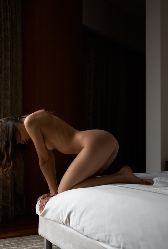 girl, hotel, light, nude, naked, bed, dark, sexy, sex  Lidaphoto preview