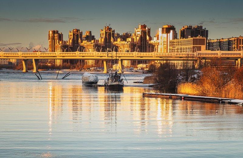 город, река, закат, кораблик, лодка, закат, солнце Город золотойphoto preview