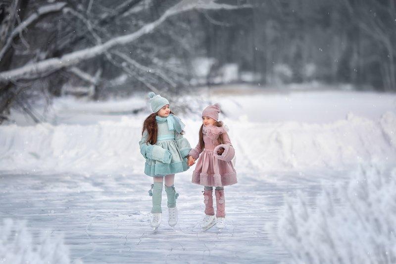 Каток, девочки, коньки, зима Зимняя сказкаphoto preview