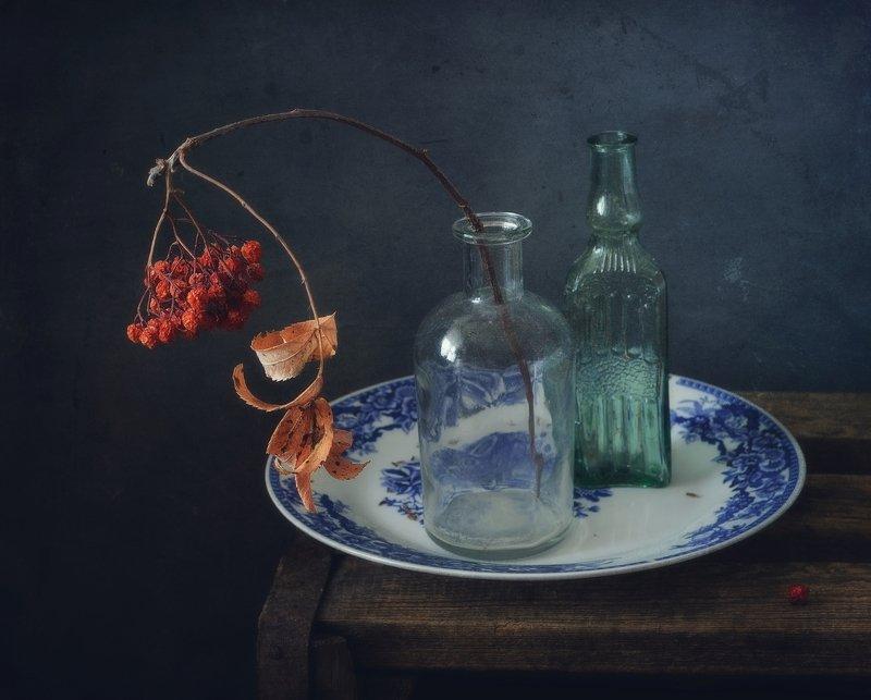 натюрморт,зима,рябина,бутылки зимний натюрморт... фото превью