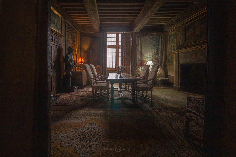 Комната в замкеphoto preview