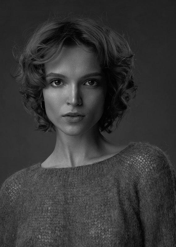 girl, face, portrait, b&w, black and white, model, studio, gray, woman, light Alenaphoto preview