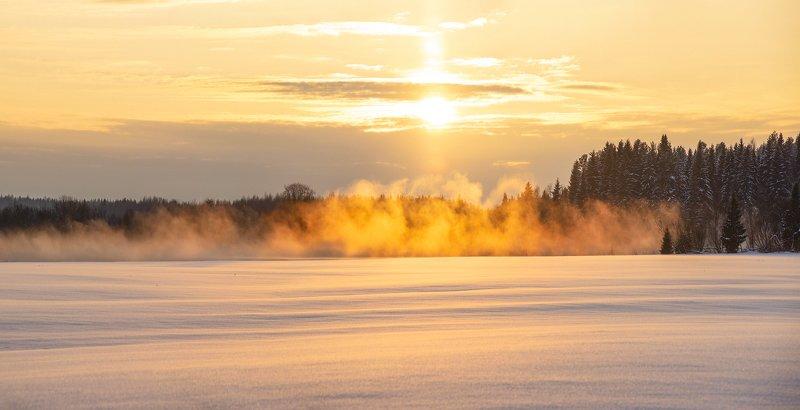 Дым над водойphoto preview
