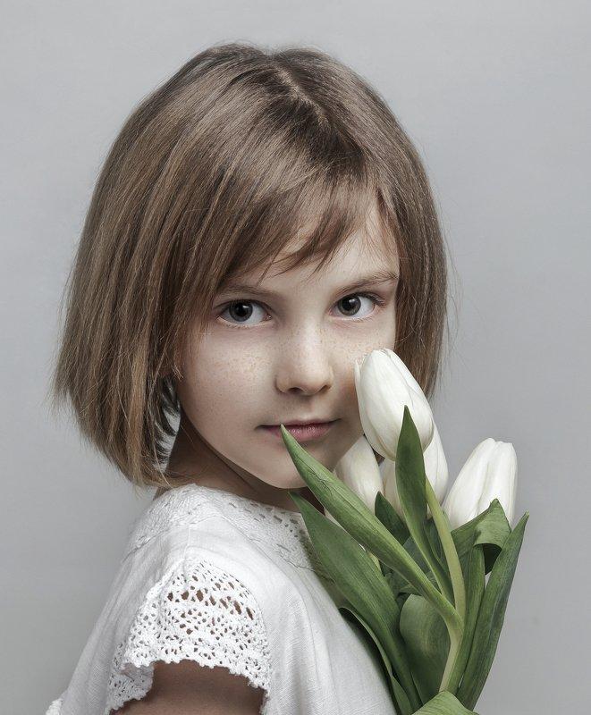 портрет , взгляд , цвет ,волосы , красивые губы ,нежность ,девочка Veronikaphoto preview
