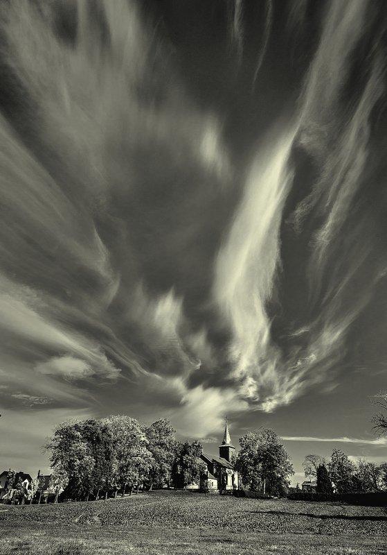 небо облака костел Крыльяphoto preview