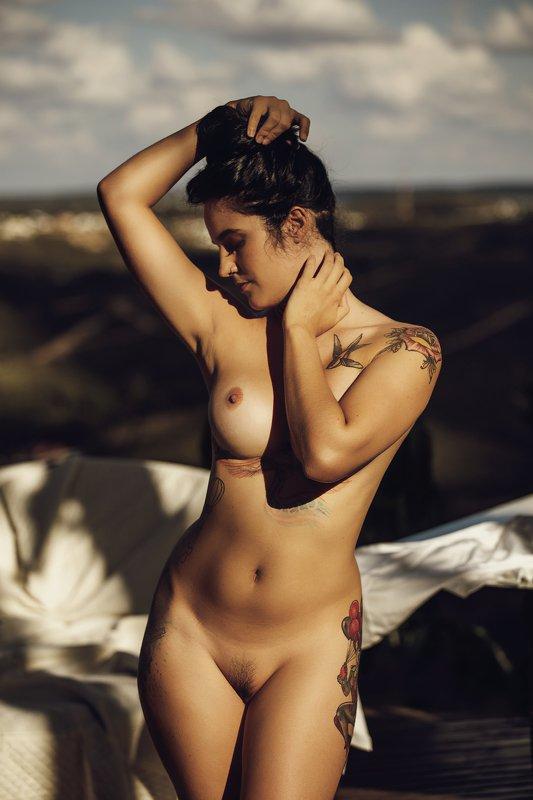 #nude #fineart #fineartnude #portrait #nudeportrait #female #glamour  Sculptural womanphoto preview