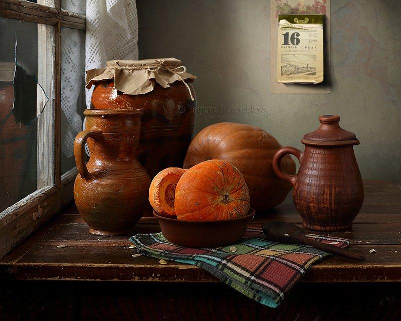 натюрморт, тыква, деревенский, окно, кувшин Тыквы за окном.photo preview