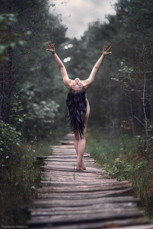 ведьма, лес, танец Колдовской танецphoto preview