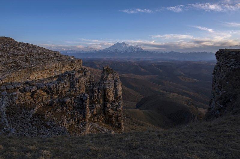 Эльбрус, Северный кавказ, плато Бермамыт, осенний кавказ, Карачаево-Черкессия Вечерний Эльбрусphoto preview