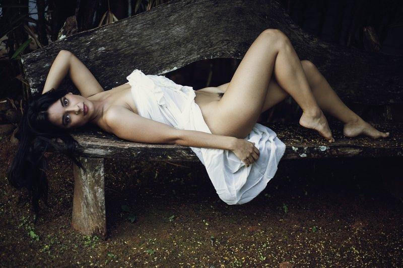 #nude #fineart #fineartnude #portrait #nudeportrait #glamour Aline Outdoorsphoto preview