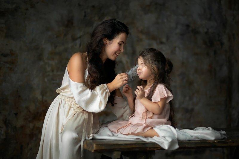 семья. мать и дочь. любовь. дети. Нежностьphoto preview