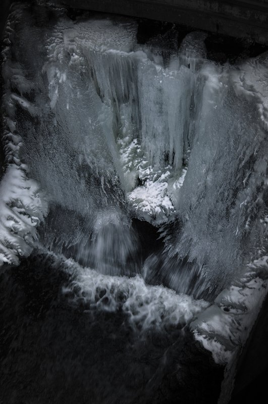 cold,coldwinter,water,waterfall,waterscape,winter, зима, вода,дамба,лёд, миск, беларусь Ice falls from the damphoto preview