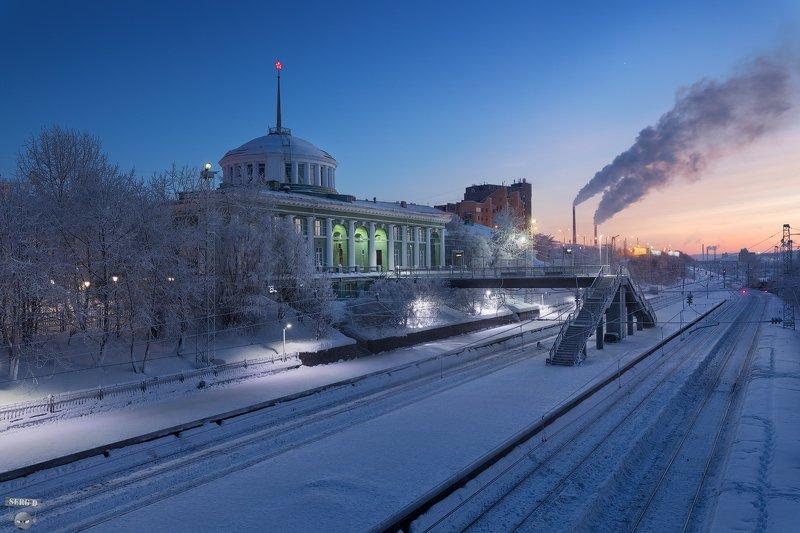 Железнодорожный вокзал города Мурманскphoto preview