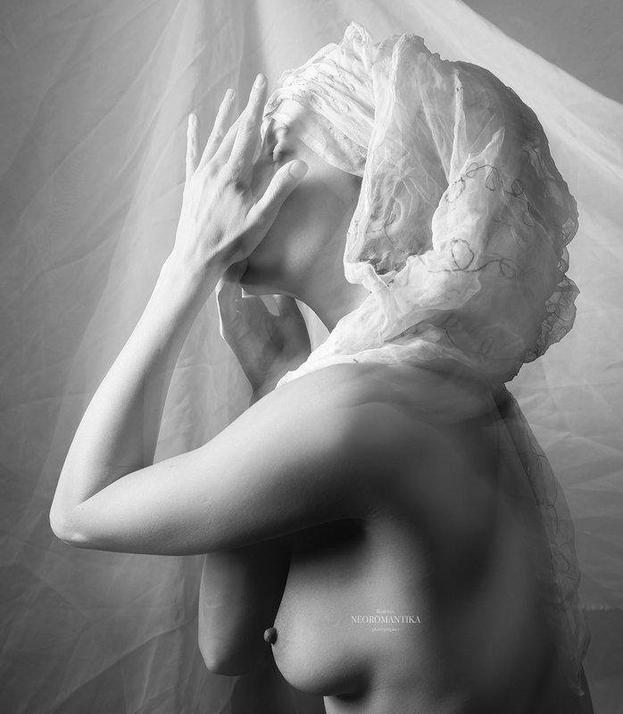 И мягкость ее рук прикосновения.... ⠀photo preview