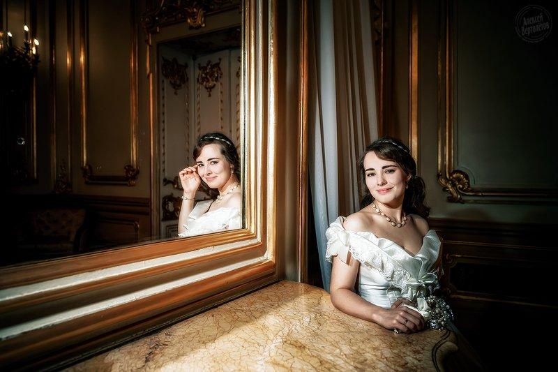 свадьба, невеста, зеркало, отражение, портрет, букет, золото photo preview