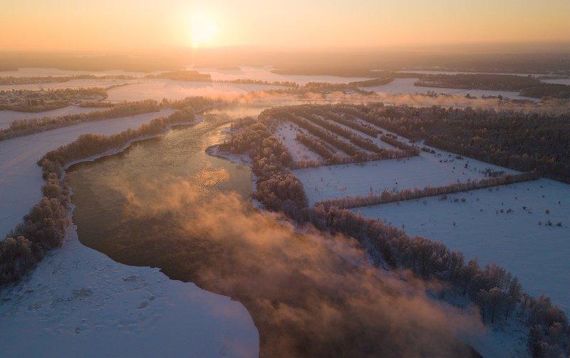 Морозный вечер над рекойphoto preview