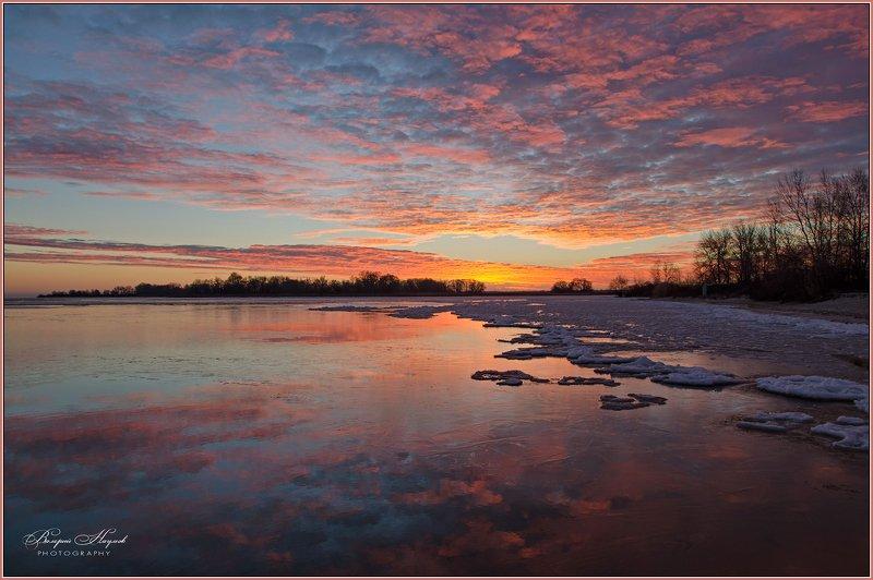 утро, рассвет, восход, зима, облака, отражения Багровое утроphoto preview