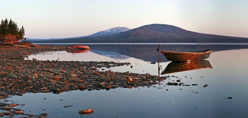 зюраткуль, лодочка, лодка, весна, горы, озеро, южный урал, вода, вечер, панорама Лодочкаphoto preview
