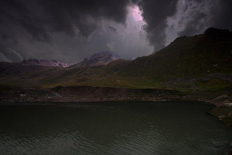 тучи, горы, озеро Небесный армагедон.photo preview
