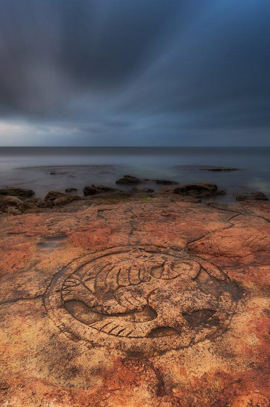 закат, крым, севастополь, море, скалы, петроглифы, пейзаж, путешествие, мыс херсонес Петроглифы мыса Херсонесphoto preview