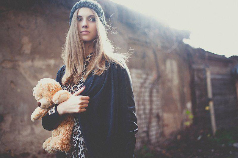 девушка, мягкая игрушка, мишка, портрет, улица, волосы развиваются на ветру, ветер, красивая, ангелина, модель, никита остроумов, Ангелинаphoto preview