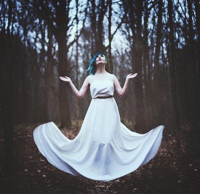 девушка, лес, сказка, ведьма, левитация Ведьмаphoto preview