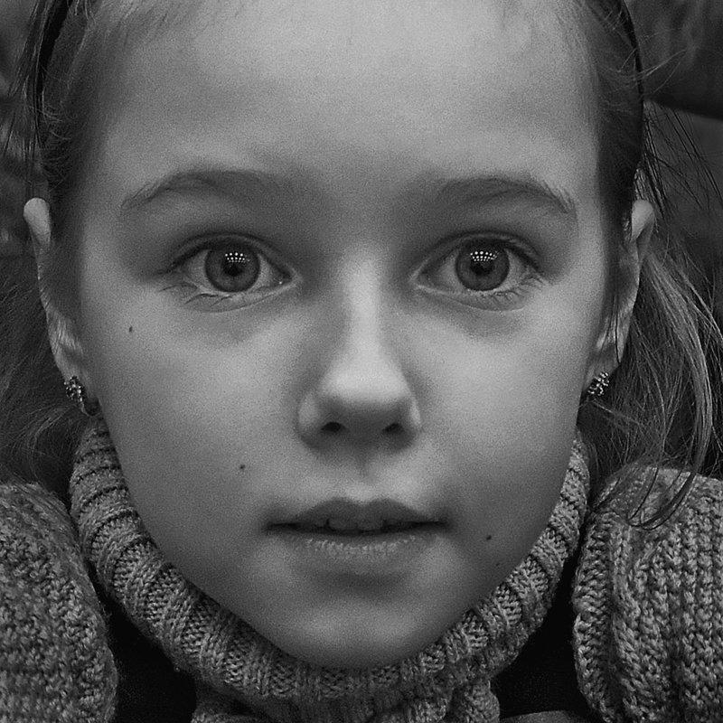 портрет, девочка, глаза, взгляд, апатиты, чб Зачарованный взглядphoto preview
