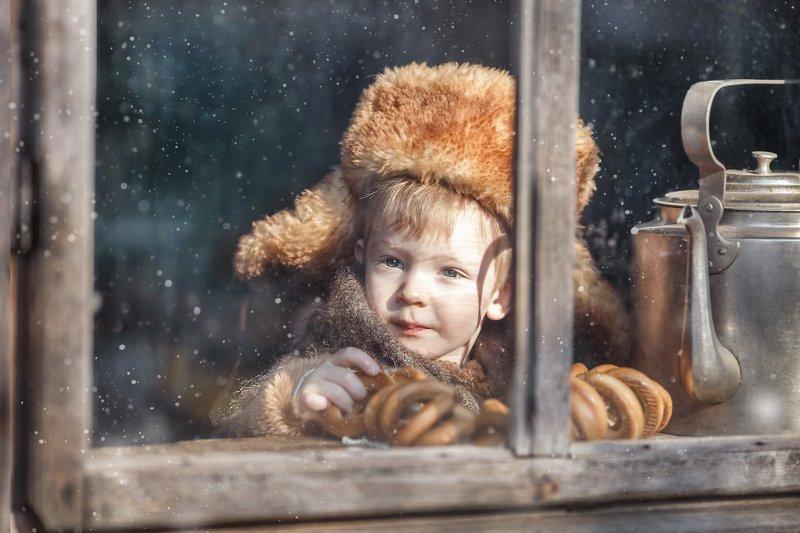 утро в деревне, свет в окне, старый чайник, рето фотография, зимнее утро Влюбленный в поездаphoto preview