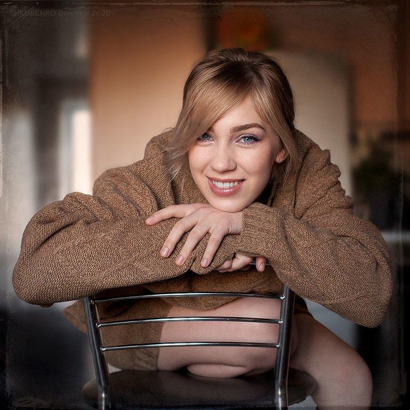 Теплый портрет в холодный период времениphoto preview
