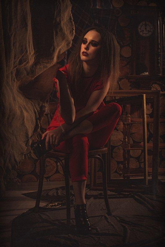 сказка, мрачно, ужасы, мистика, интраверт, саспенс, ретро, постановка, сон, сон разума, безумие, модель, готика, фэнтези, мрачная сказка, страшная сказка Интравертностьphoto preview