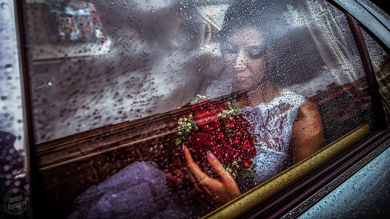 свадьба, невеста, авто, дождь, капли, букет, окно photo preview