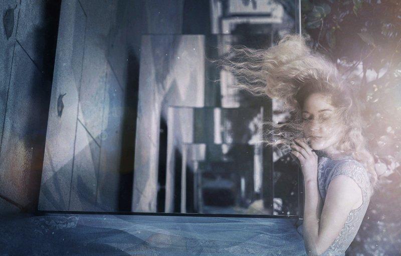 портрет,девушка,отражение,зеркало,свет Снится ли? photo preview