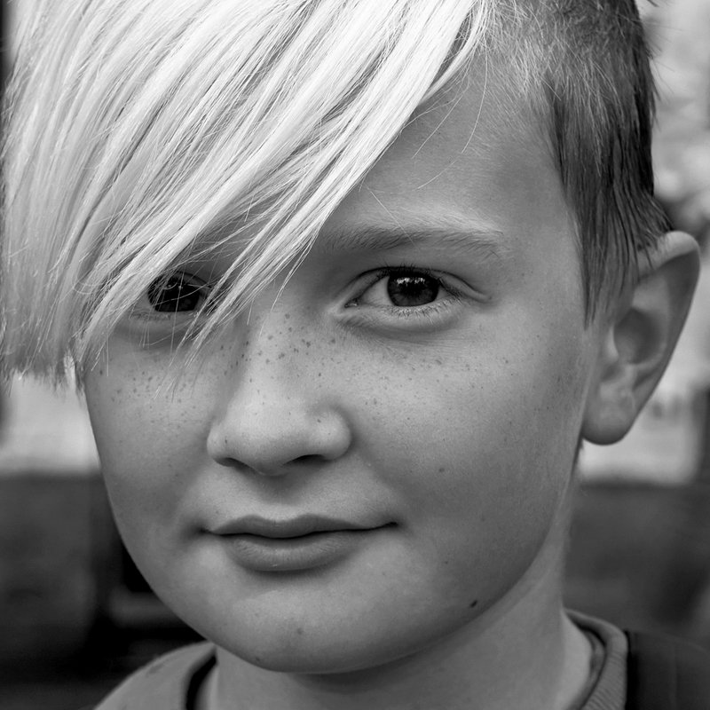 портрет, мальчишка, глаза, взгляд, апатиты, чб, волосы Белая чёлкаphoto preview