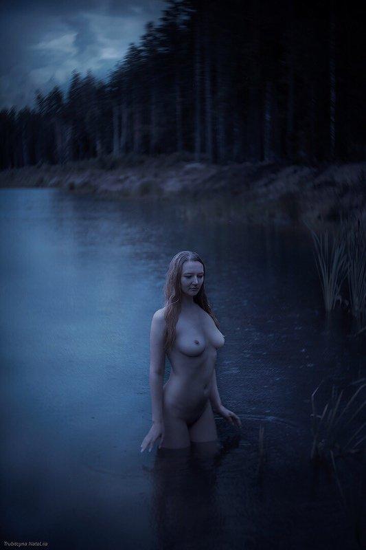 лето, ночь, девушка, озеро Синие одежды белых ночейphoto preview