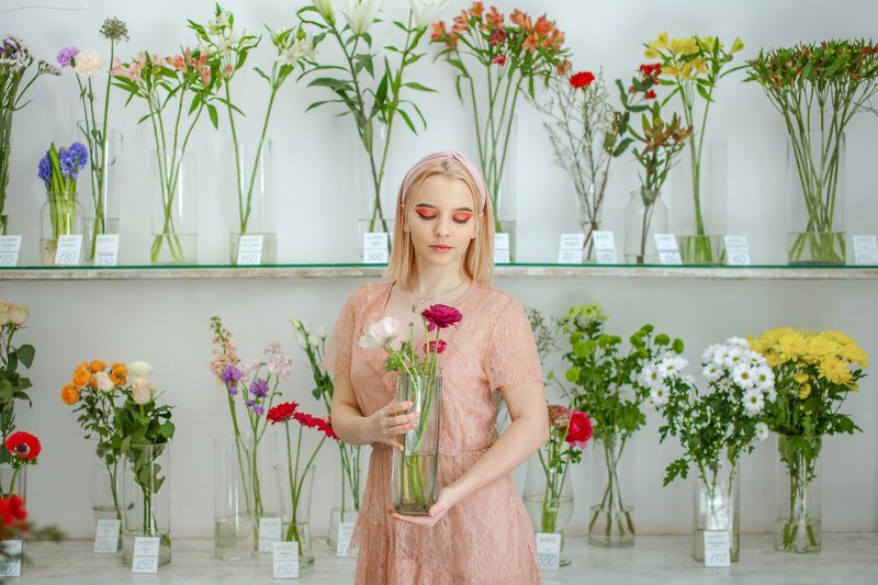 spring, love, flowers, flower girl, bouquet, vase, basket, flower shop, spring mood, mood, portrait, girl, beautiful, model, pink, delicate, tenderness, color, dress, pink dress Springphoto preview