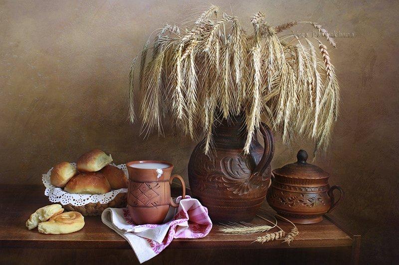 натюрморт,пирожки,кружка с молоком ,вера павлухина , С пирожками .photo preview