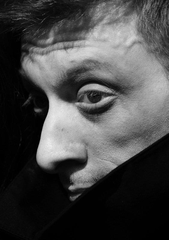 портрет, черно-белое, ч/б, мужской портрет, актер, театр, уличный портрет, взгляд, питер, Актер уличного театра.photo preview