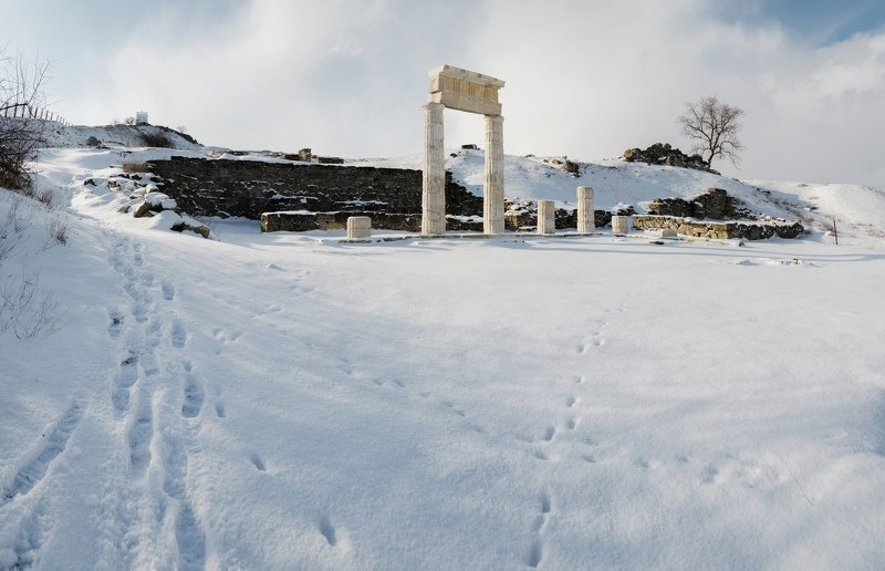 зима, снег, архитектура, древность, античность, гора митридат, городище, пантикапей, боспорское царство, керчь, крым, россия ПРОДОЛЖАЯ МЕТАФОРЫ ПАНТИКАПЕЙСКОЙ ЗИМЫ.photo preview