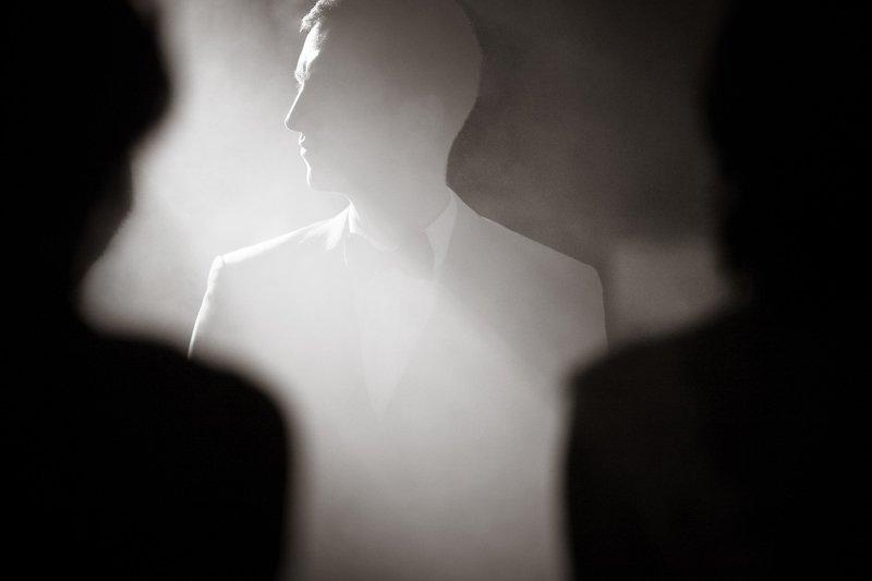 репортаж, черно-белое фото, монохром, силуэт, мужской портрет Силуэтphoto preview