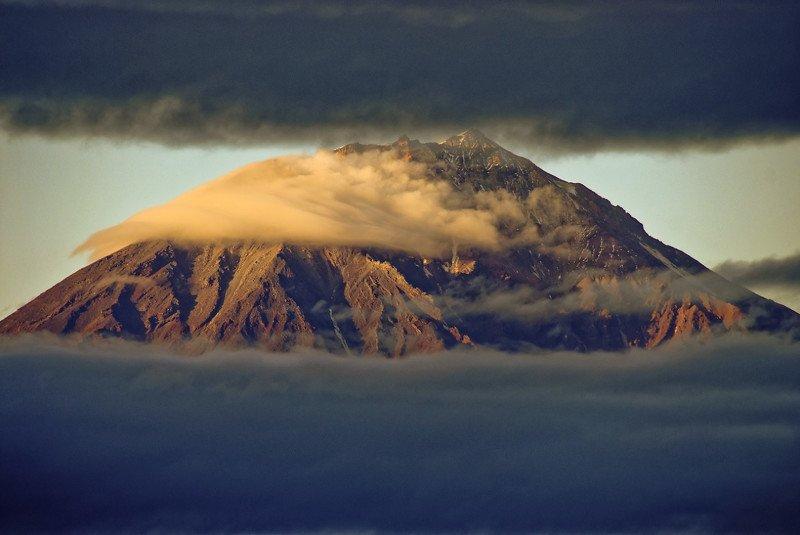 корякский, вулкан, пейзаж, туман, фото, камчатка Между облаковphoto preview