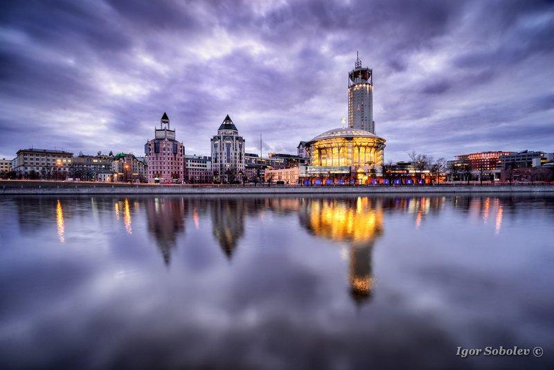 дом музыки, москва, москва-река, отражение Невесомостьphoto preview
