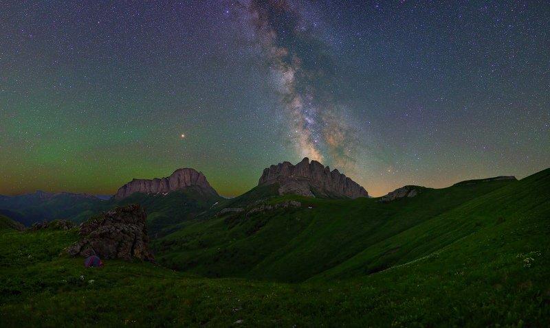 ночь большой тхач ночной пейзаж астрофотография звезды созвездия млечный путь ачешбоки Ночь над Чертовыми Воротамиphoto preview