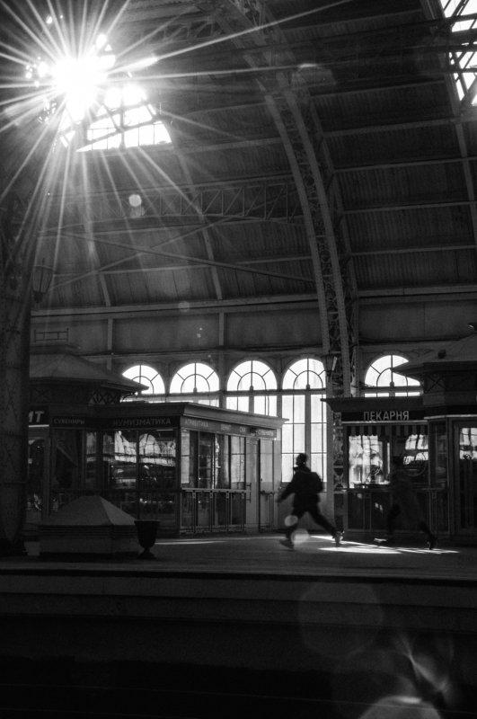 railway, station, running, movement, moment, 35mm, film, late, sunshine, windows, architecture, blackandwhite, bw, monochrome, bresson, citylife, #ines, diagonal, линии, пленка photo preview