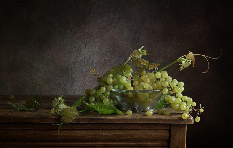 натюрморт, виноград, гроздь, стол ***photo preview