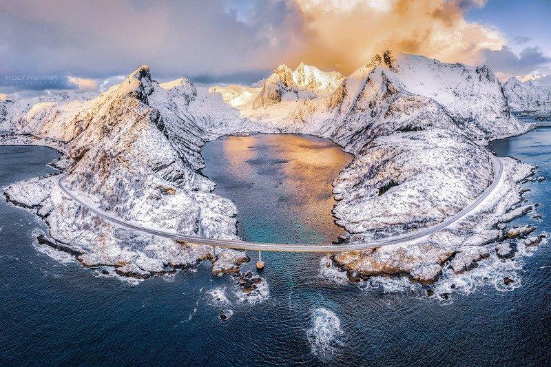 норвегия, лофотены, горы, бухта, вода, norway, lofoten, mountains, sunset, water, drone Золото Лофотен фото превью