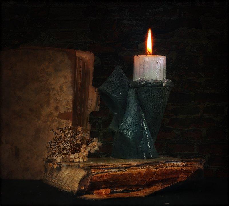 still life, натюрморт,    винтаж,  ретро, свеча, подсвечник, книги, монах, натюрмортphoto preview