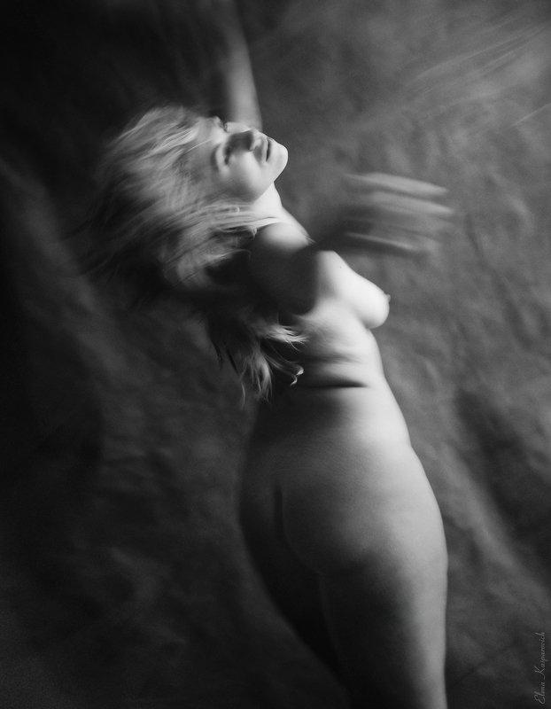 ню, портрет, девушка, чб сломанные крыльяphoto preview