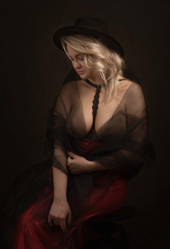 fine art , постановочная фотография ,жанровый портрет, губы , portrait photo preview